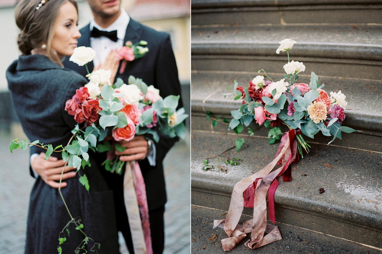 Букет с лентами на свадьбе фото